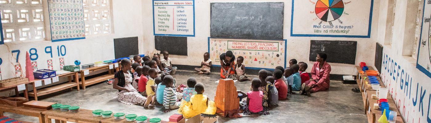 widescreen happy classroom